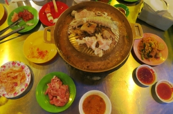 Hot-Pot-Grill essen in Siem Reap.